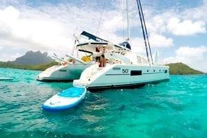 Tabla de paddle surf de un catamarán