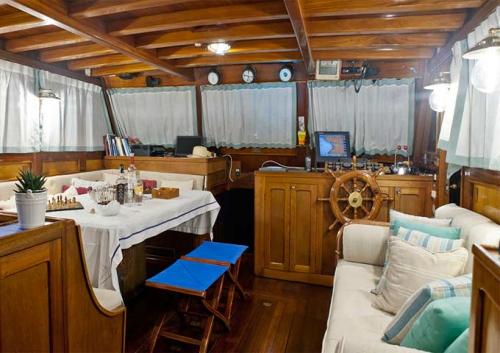 Comedor interior de Viaje de vacaciones en Goleta