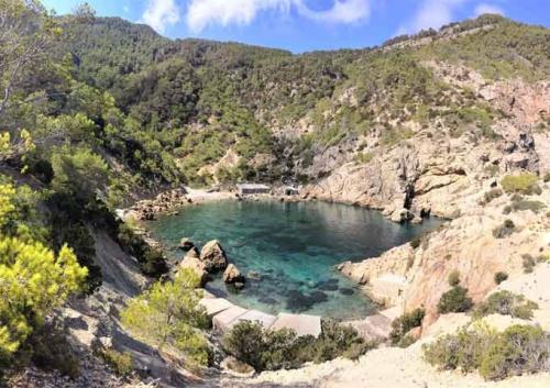 Cala Cerrada para navegar en Ibiza y Formentera
