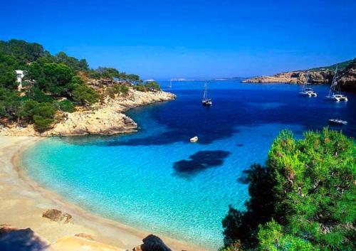 Cala Salada para navegar en Ibiza y Formentera
