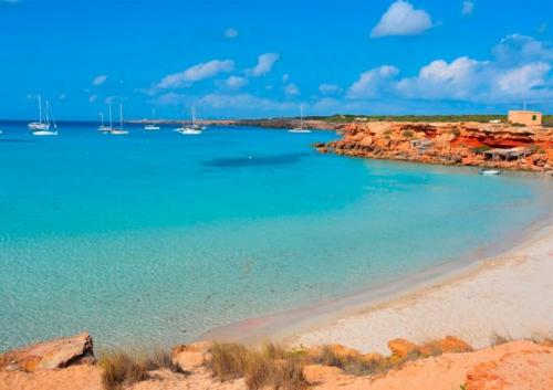 Cala Saona para navegar en Ibiza y Formentera