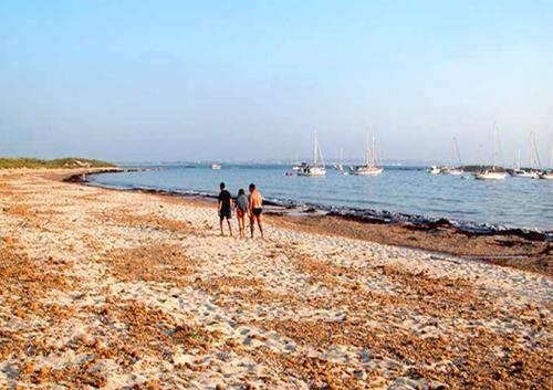 Playa de Es Palmador para navegar en Ibiza y Formentera