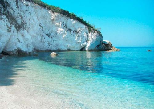 Playa Sansone parada en un Viaje de vacaciones en velero a Italia