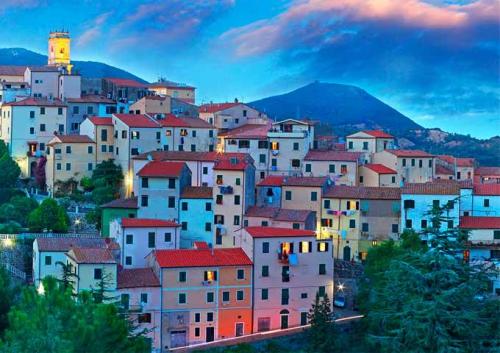 El pueblo de Rio Elba en un Viaje de vacaciones en velero a Italia - La Toscana