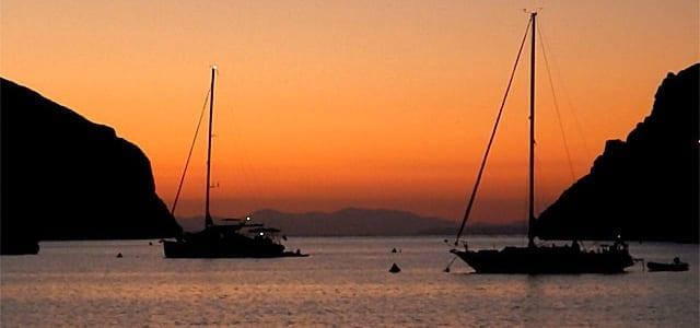 Atardecerde de vacaciones en un velero en Mallorca