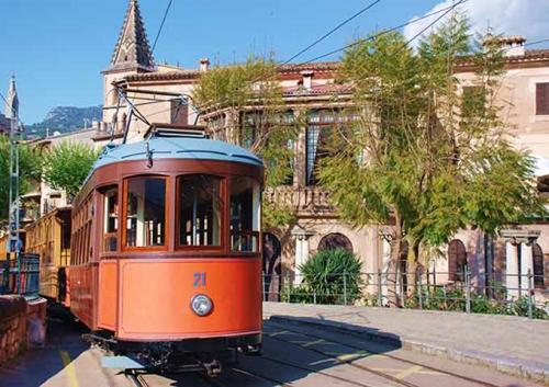 Tren del Puerto de Soller para Viaje de Vacaciones en Velero a Mallorca