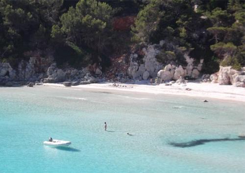 Navegar a Cala Escorxada en Menorca