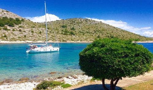 Viaje de Vacaciones en Velero a Croacia - Islas Kornati - Bahía de Uvala Opat