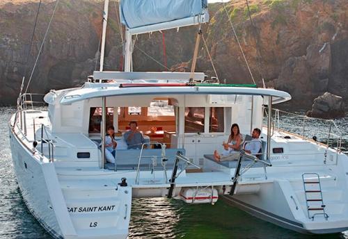 Fondeado el Alquiler de Catamarán Lagoon 450 en Grecia