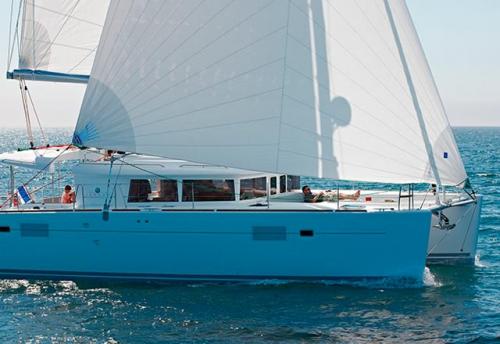 Través del Alquiler de Catamarán Lagoon 450 en Grecia