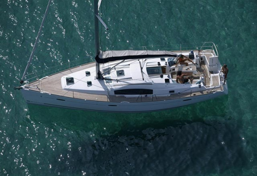 Fondeado el Alquiler de Velero Oceanis 43 en Ibiza