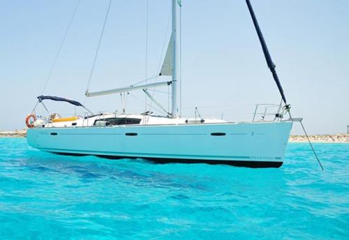 Fondeo del Alquiler de Velero Oceanis 43 en Ibiza