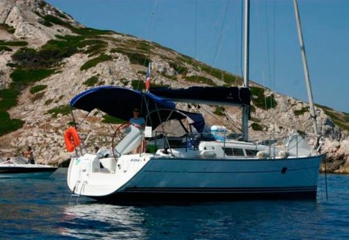 Fondeado del Alquiler de Velero Sun Odyssey 32i en Ibiza