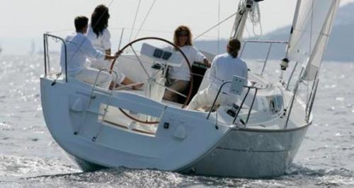 Ciñendo del Alquiler de Velero Sun Odyssey 32i en Ibiza