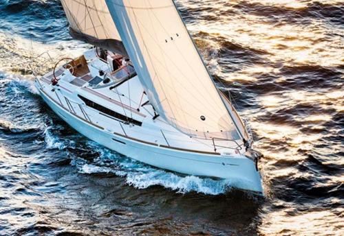 Navegando del Alquiler de Velero Sun Odyssey 379 en Ibiza