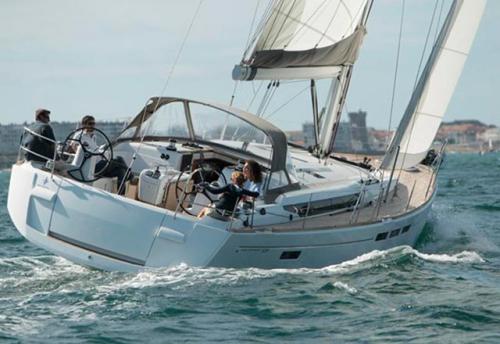 Navegando del del Alquiler de Velero Sun Odyssey 509 en Ibiza