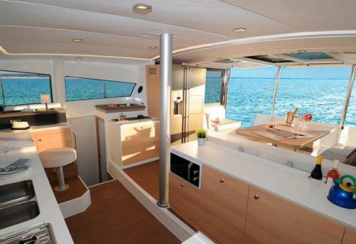 Cocina abierta del Alquiler de Catamarán Bali 43 en Grecia