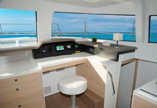 Mesa de Cartas del Alquiler de Catamarán Bali 43 en Grecia