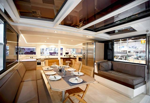 Mesa de Comedor del Alquiler de Catamarán Bali 43 en Grecia