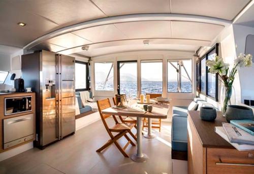 Salón del Alquiler de Catamarán Bali 43 en Grecia