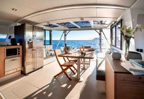 Salón Abierto del Alquiler de Catamarán Bali 43 en Grecia
