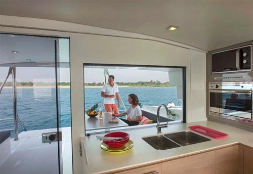 Fregadero del Alquiler de Catamarán Bali 45 en Mallorca