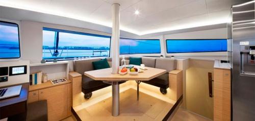 Mesa de Comedor del Alquiler de Catamarán Bali 45 en Mallorca