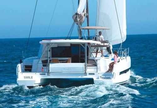 Popa del Alquiler de Catamarán Bali 45 en Mallorca