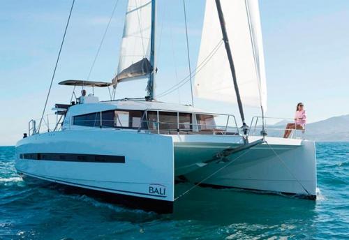 Proa del Alquiler de Catamarán Bali 45 en Mallorca