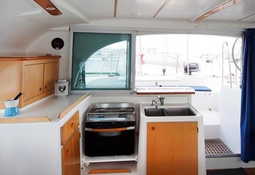 Cocina del Alquiler de Catamaran Lagoon 380 en Grecia
