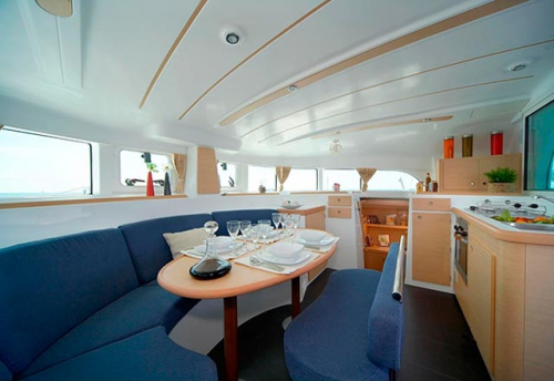 Comedor del Alquiler de Catamaran Lagoon 380 en Sicilia