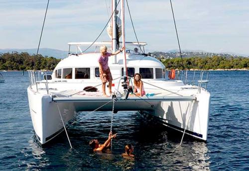 Fondeo en el Alquiler de Catamaran Lagoon 380 en Grecia