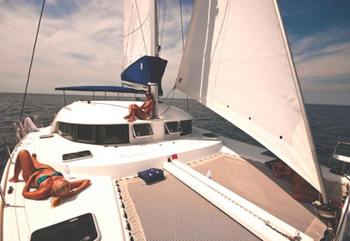 Proa del Alquiler de Catamaran Lagoon 380 en Sicilia