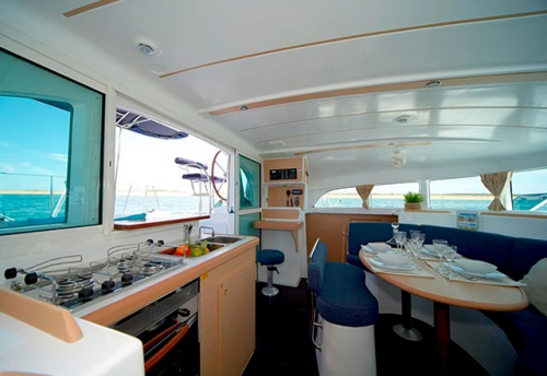 Salón del Alquiler de Catamaran Lagoon 380 en Grecia