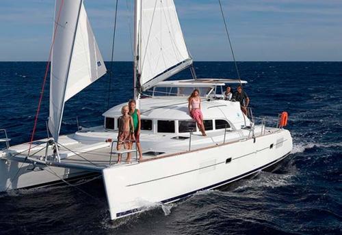 Vacaciones en el Alquiler de Catamaran Lagoon 380 en sicilia