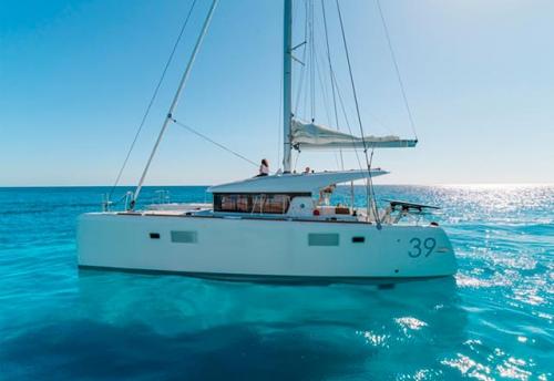 Través del Alquiler de Catamaran Lagoon 39 en Mallorca