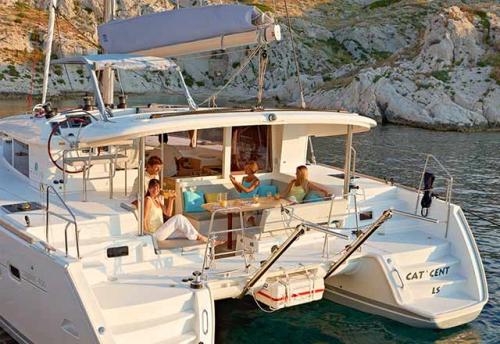 Una cala en el Alquiler de Catamaran Lagoon 400 en Menorca