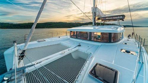 Proa del Alquiler de Catamaran Lagoon 400 en Menorca