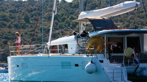 Vacaciones en el Alquiler de Catamaran Lagoon 400 en Menorca
