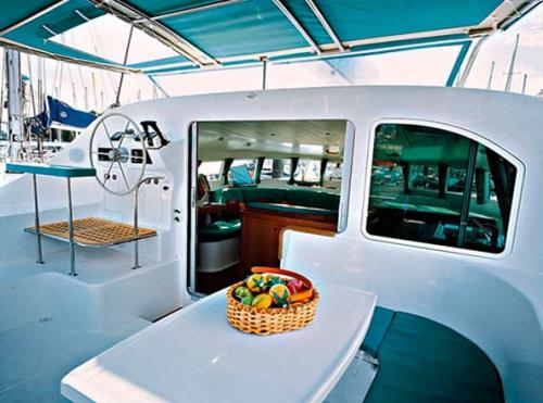 Comedor Exterior en el Alquiler de Catamarán Lagoon 410 en Ibiza