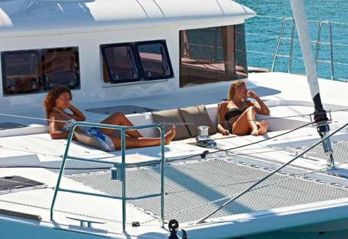 Proa del Alquiler de Catamarán Lagoon 421 en Ibiza
