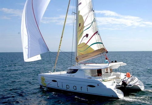 Navegando el Alquiler de Catamaran Lipari 41 en Menorca