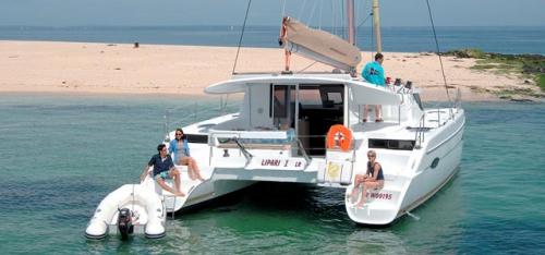 En la Playa el Alquiler de Catamaran Lipari 41 en Menorca
