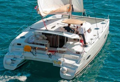 Popa del Alquiler de Catamaran Lipari 41 en Menorca