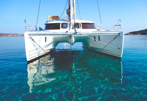 Proa del Alquiler de Catamaran Lipari 41 en Menorca