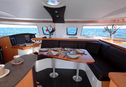 Salón en el Alquiler de Catamaran Lipari 41 en Menorca