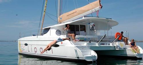 Verano en el Alquiler de Catamaran Lipari 41 en Menorca