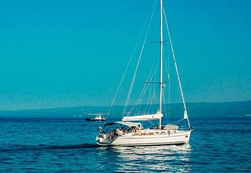 Navegando el Alquiler de Velero Cyclades 43.4 en Menorca