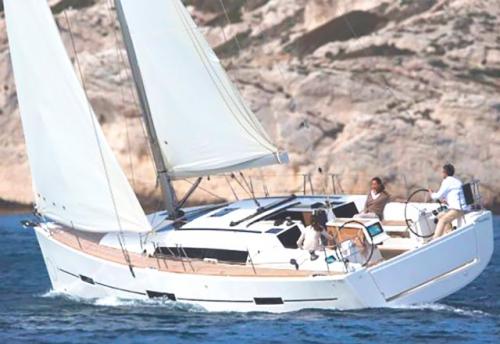 Navegando en el Alquiler de Velero Dufour 412 en Mallorca