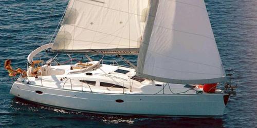 Navegando el Alquiler de Velero Elan 384 en Menorca